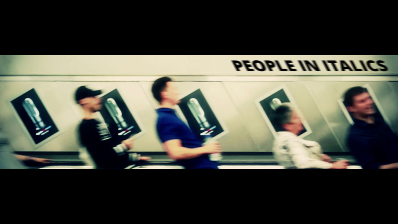 """People in italics"" en el metro de Londres."