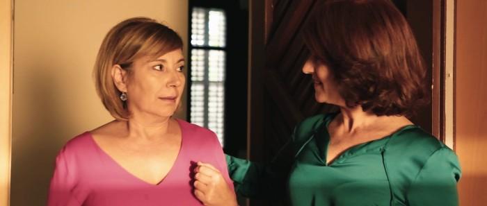 """Rosa Maria Diaz y Rosa Matencio en un fotograma de """"La Mujer Invertida (The Inverted Woman)"""", de Santi Planet."""